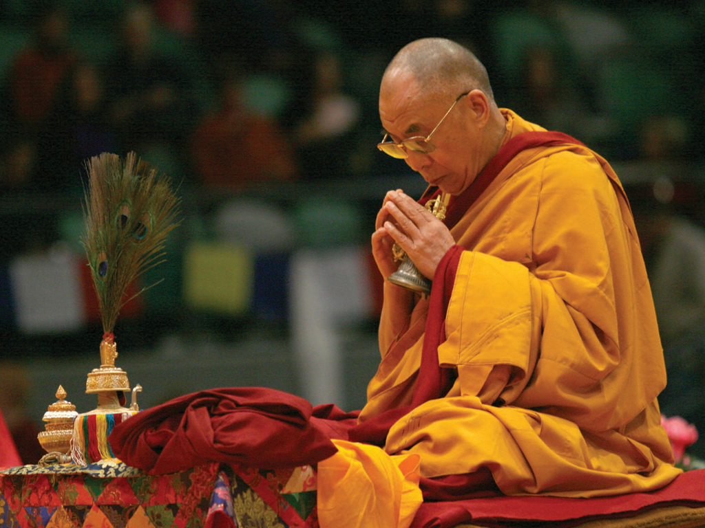 dalai-lama-at-prayer
